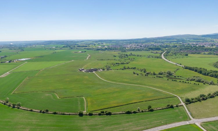125ac 'lotting of land gives a good variety of options for purchasers'