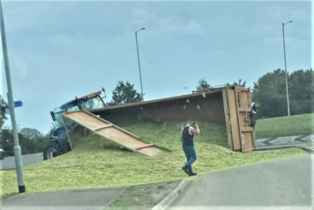 Overturned tractor trailer spills its contents all over the road