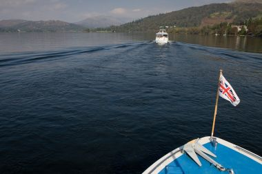 The circular cruise is a great introduction to the lake