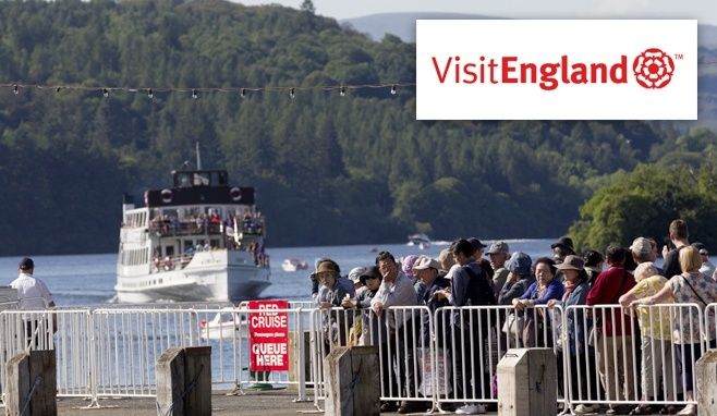 Customers awaiting the Red Cruise departure from Bowness