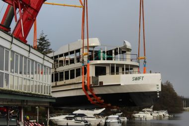 Swift being lowered into Windermere