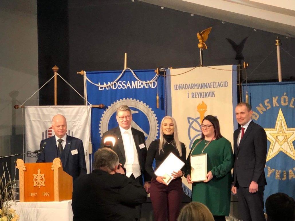 Tara Lind hlaut bronsverðlaun fyrir afburðarárangur á sveinsprófi