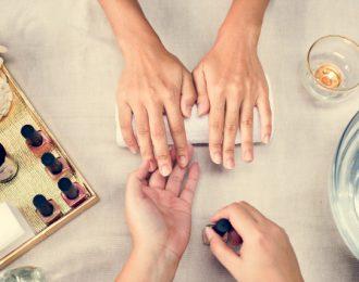 Handsnyrting með lökkun