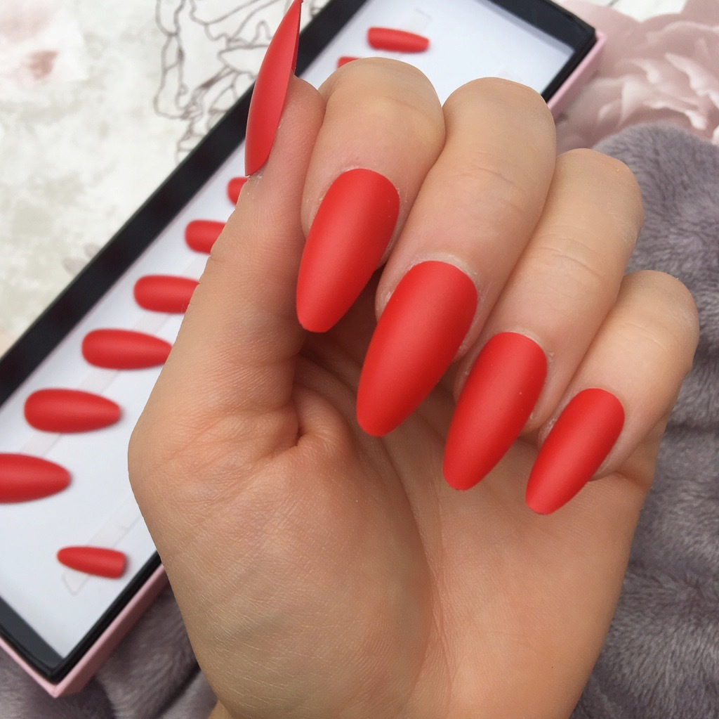 Nails Almond Red