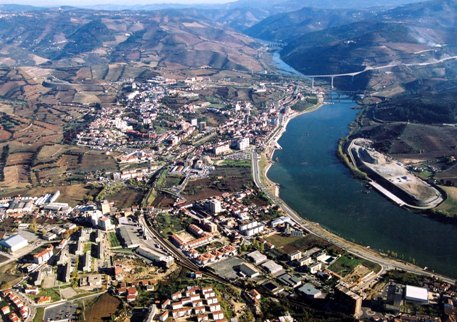 Drive Away in Xmas to the Douro Valley