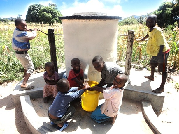 Children at Elephant Pump - Duradiamond Healthcare and AquAid