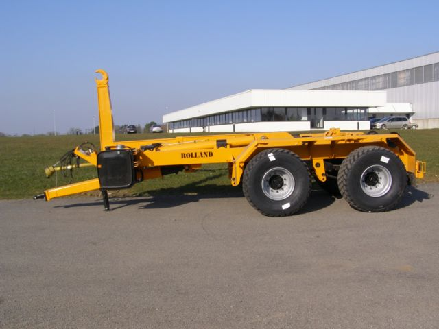 Hook lift trailers