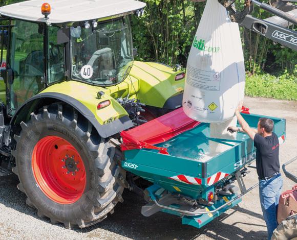 DX20 and DX20+ fertiliser spreader