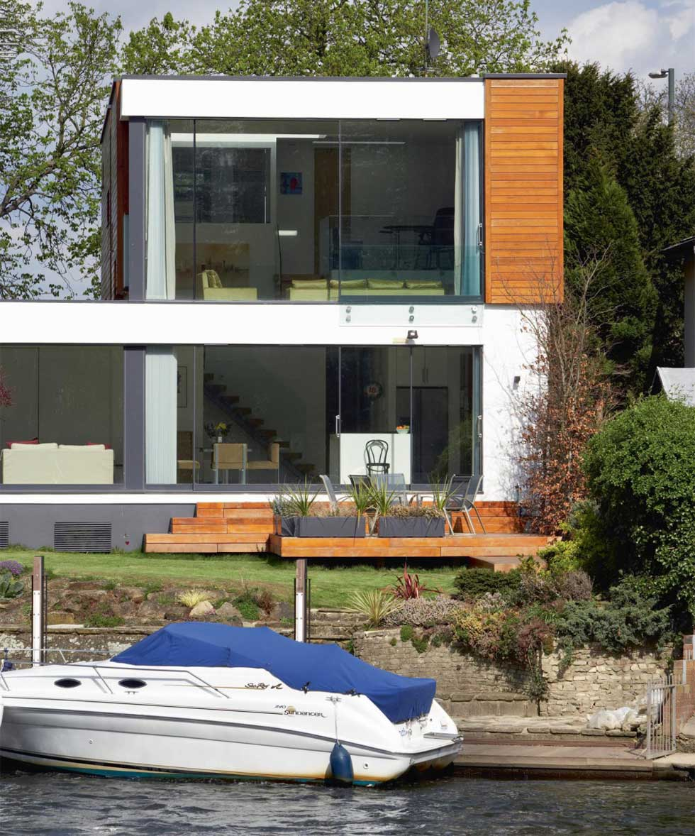 A Modernist renovation on the riverbank