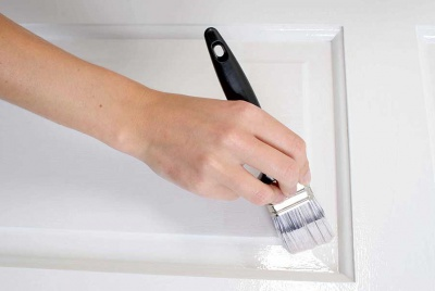 gloss painting with a brush and white paint