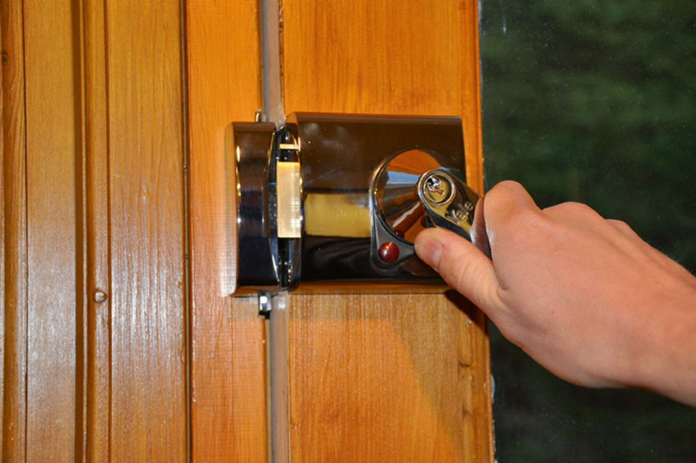 How To Fit A Night Latch Homebuilding Amp Renovating
