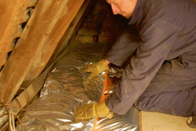 Laying loft insulation