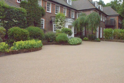 Clearstone® resin bound surfacing – low maintenance and weed resistant forecourt for Wentworth home