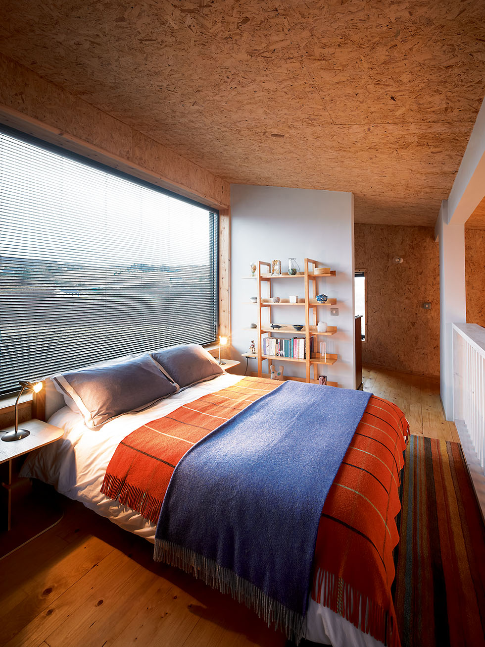 mid-eco-house-bedroom