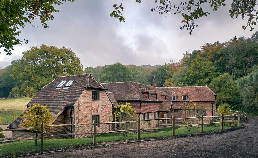 Renovation and extension of a 16th-century cottage