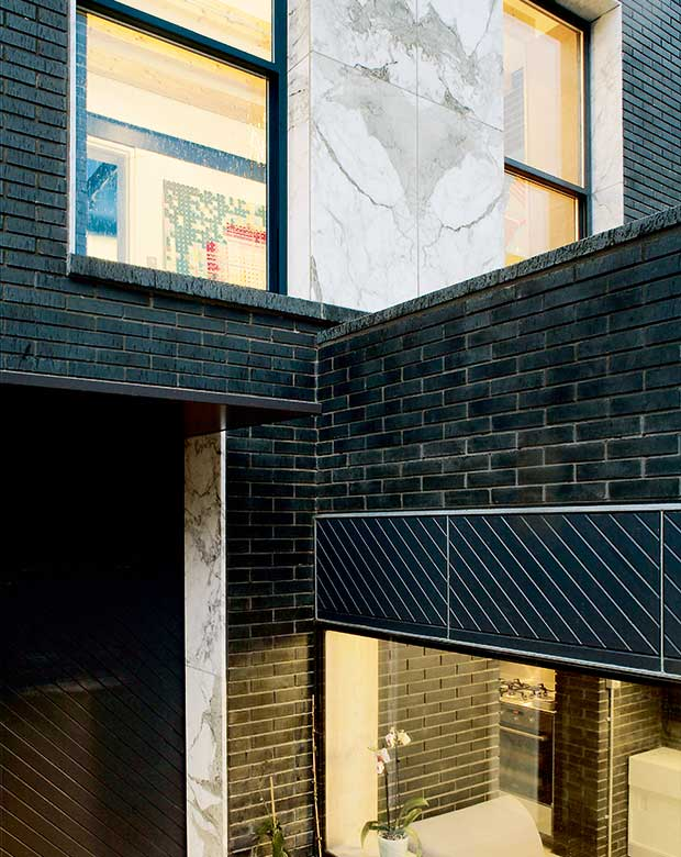 Liddicoat + Goldhill home built in Dutch-format engineering brick