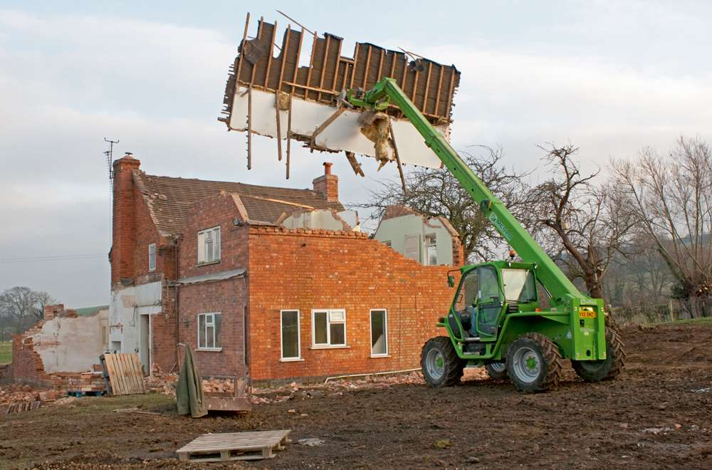 Guide To Demolishing A House Homebuilding Amp Renovating