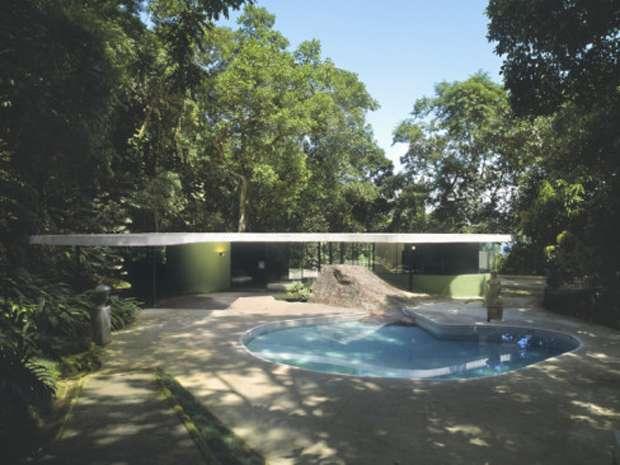 canoas-house-rio-de-janeiro-exterior-with-swimming-pool-architect-oscar-niemeyer