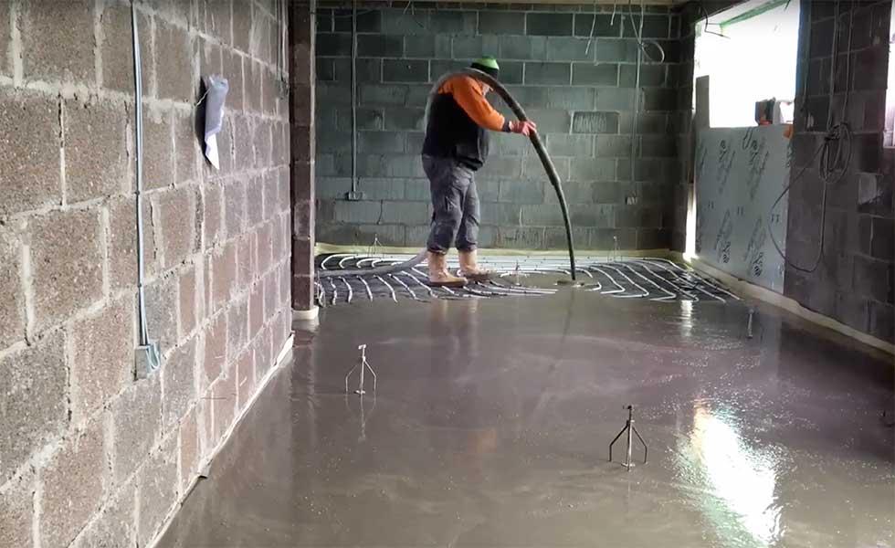 underfloor-heating-pipes-being-installed
