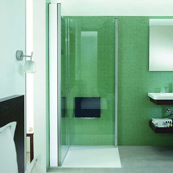 small-bathroom-with-duravit-screen