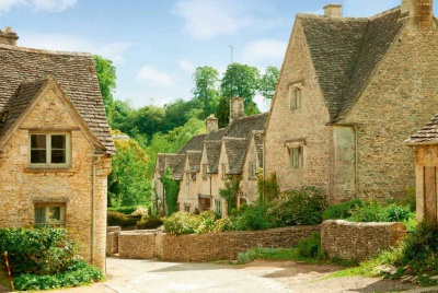 A row of Cotswold cottages