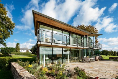 A glass-walled contemporary home on the Welsh Border