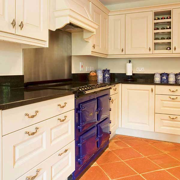 country kitchen with blue aga 25 country style kitchens   homebuilding  u0026 renovating  rh   homebuilding co uk