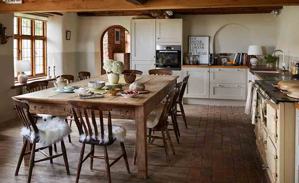 cottage-with-simple-units-and-timber-worktops