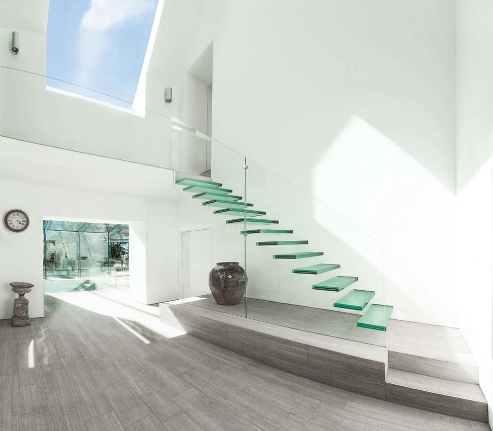 Glass cantilevered staircase with floating steps