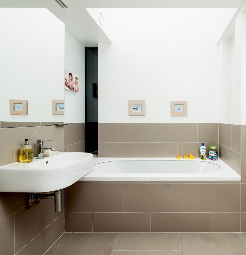 white-modern-bathroom-edit