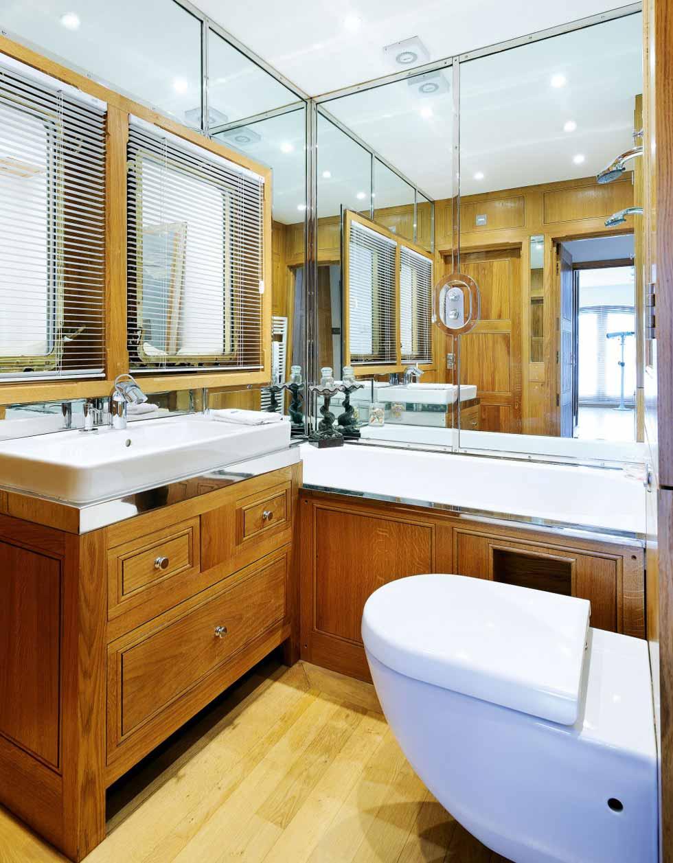 Inverdart Boathouse bathroom
