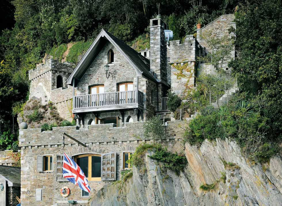 Inverdart Boathouse has been built into the cliffside
