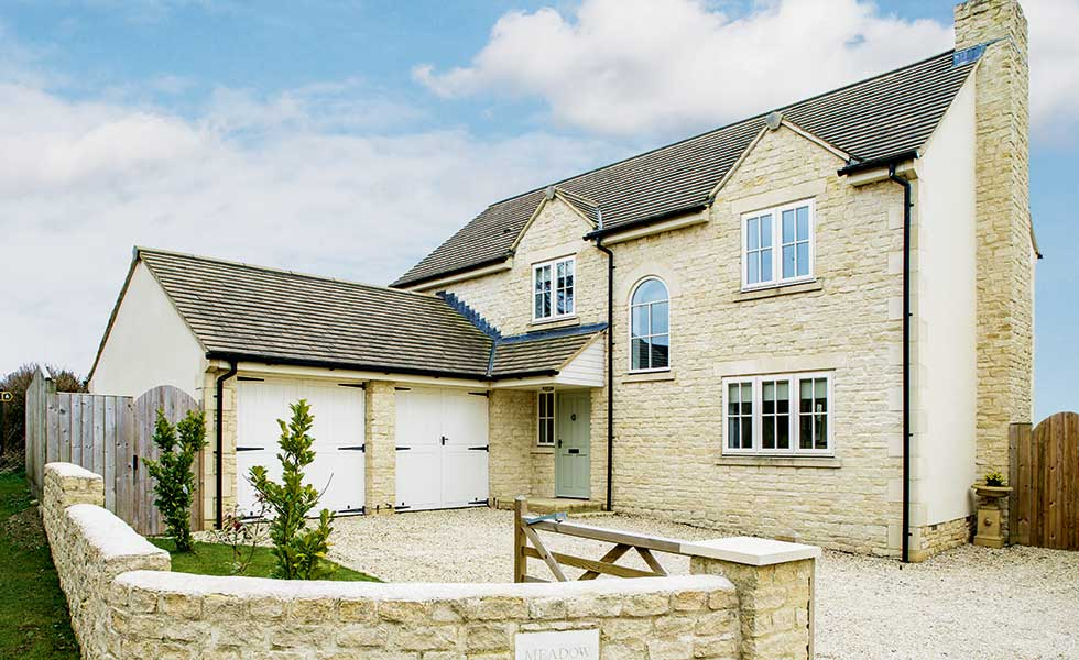 Low cost cotswold stone home homebuilding renovating for Low cost to build homes
