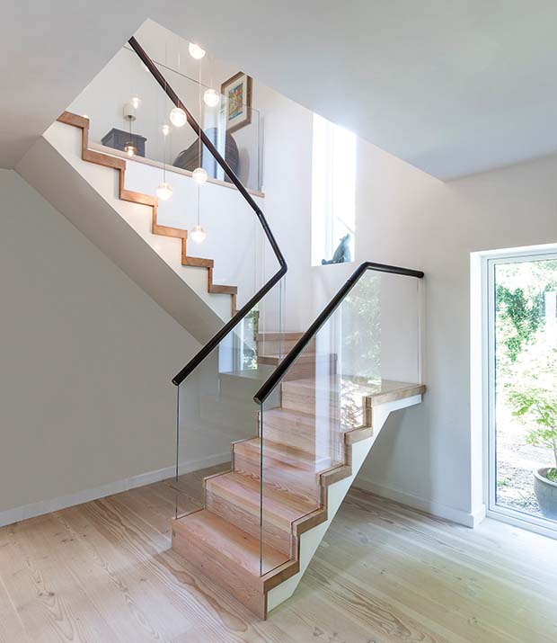 Low-iron glass balustrade has no joints