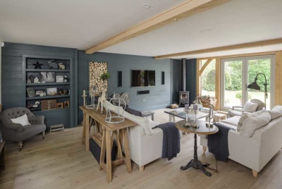 Living room sizes can be hard to get right with striking a balance between cosy and inviting as well as providing room for entertaining. This oak frame self build offers enough space for lounging and relaxing