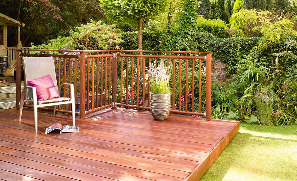Guide to good decking homebuilding renovating for Garden decking examples