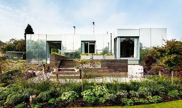 The house features a lightweight ground floor timber frame sat on blockwork lower ground floor level