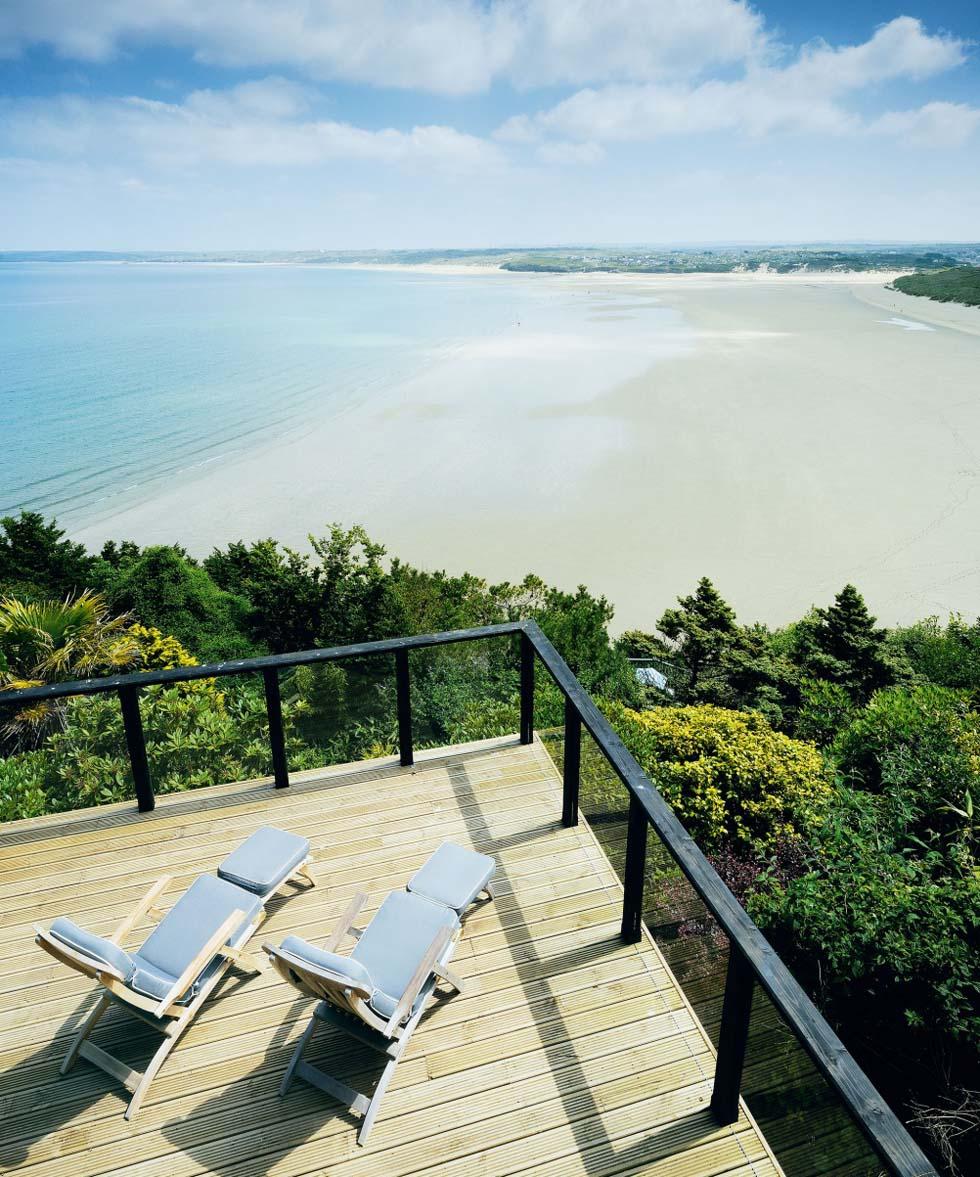 Ocean-view terrace