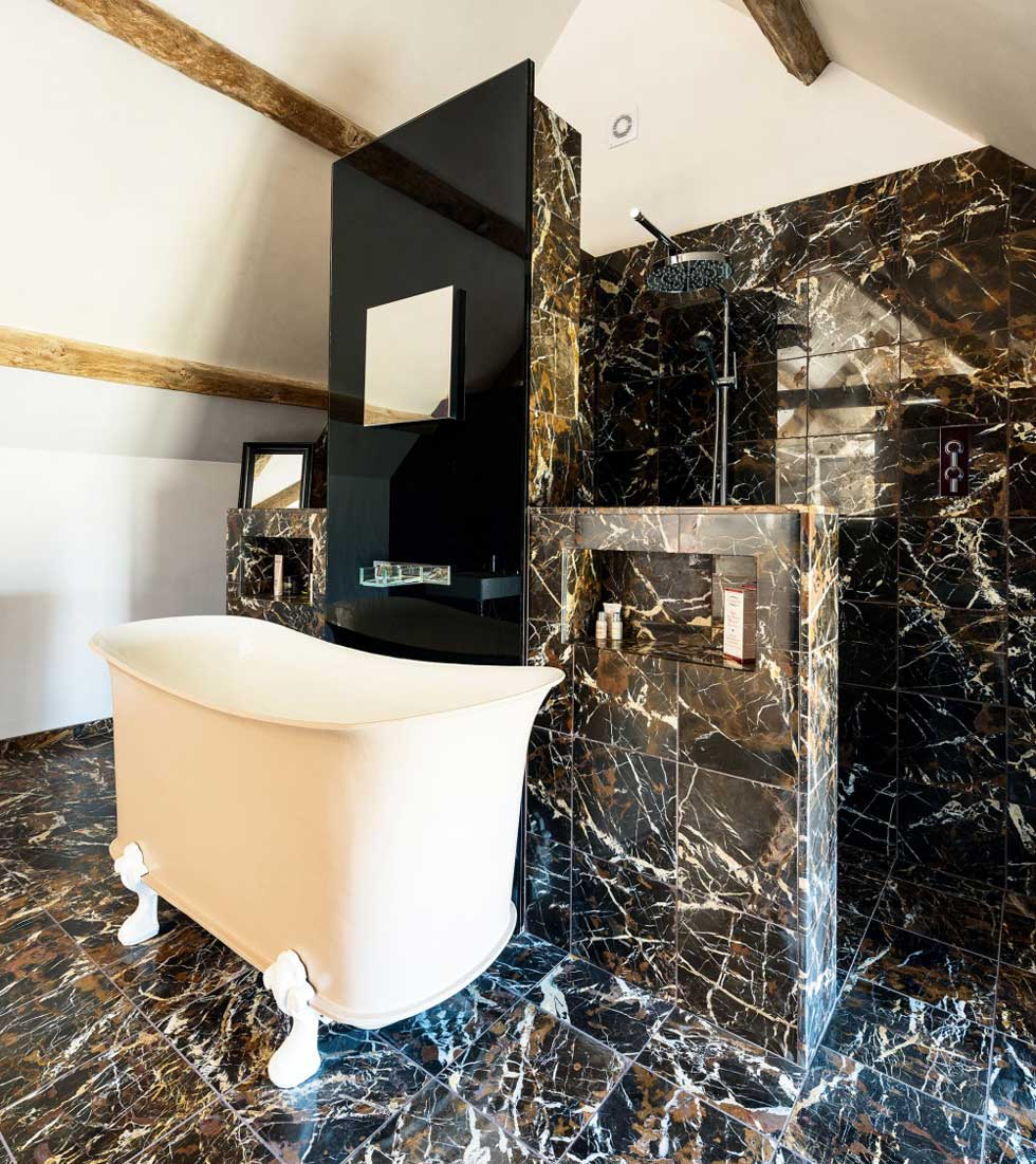 Calw-foot bath in the marble-tiled bathroom