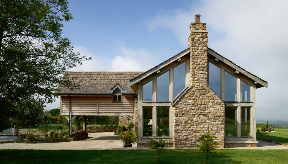 The porte-cochère in this barn conversion also has extra floorspace above it