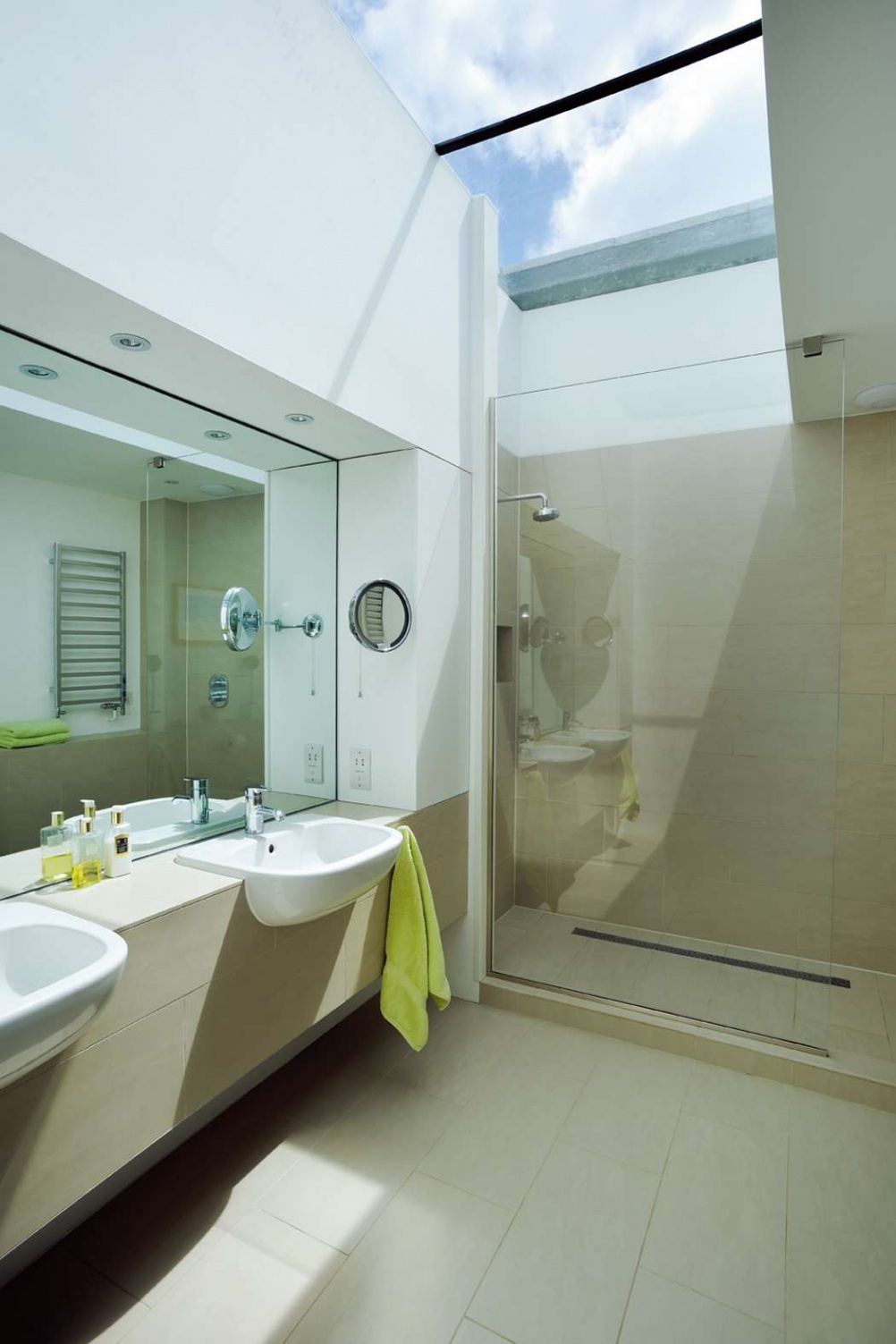 en suite bathroom with roof light - Bathroom In Bedroom Design