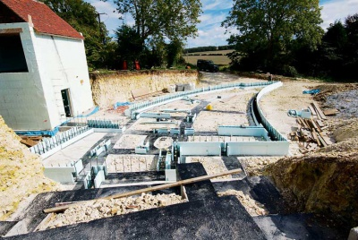 Building a ground floor of the Nudura Curly House in Sussex with ICF