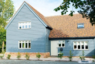 barn style home in Herefordshire with blue wood cladding
