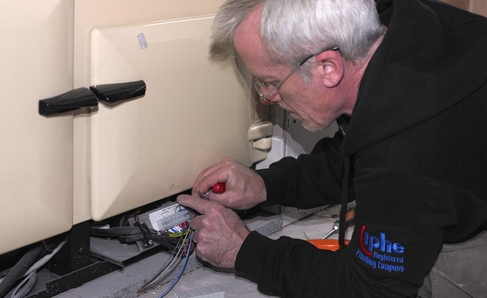 connecting the rayburn range cooker to the electrics