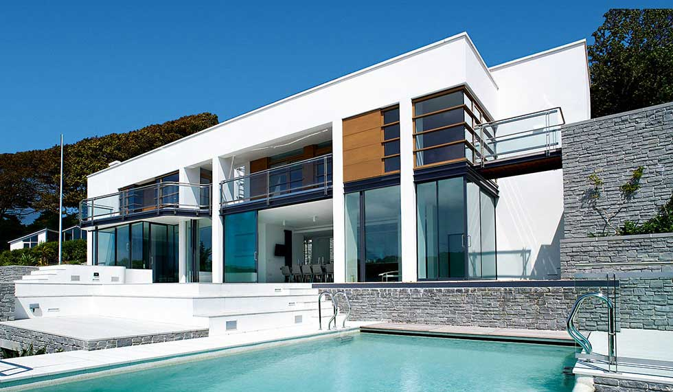 Modernist self build house with an infinity swimming pool