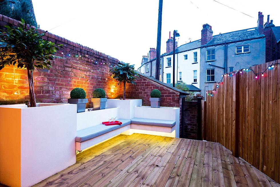bancroft-house-entertaining-patio