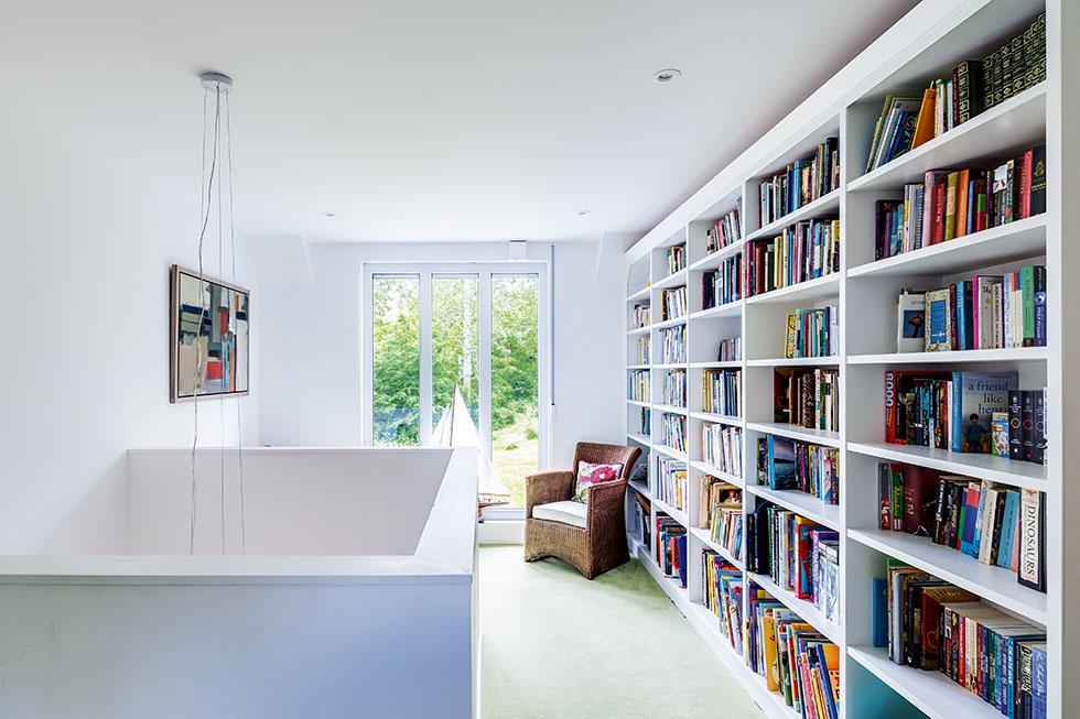 walden-house-floor-ceiling-shelves