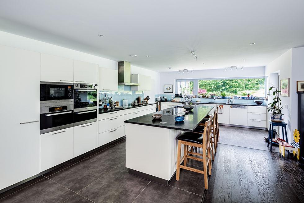 walden-house-white-kitchen