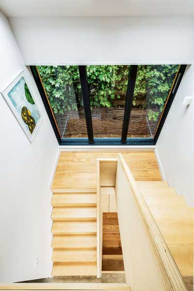 Stairwell with full- height glazing