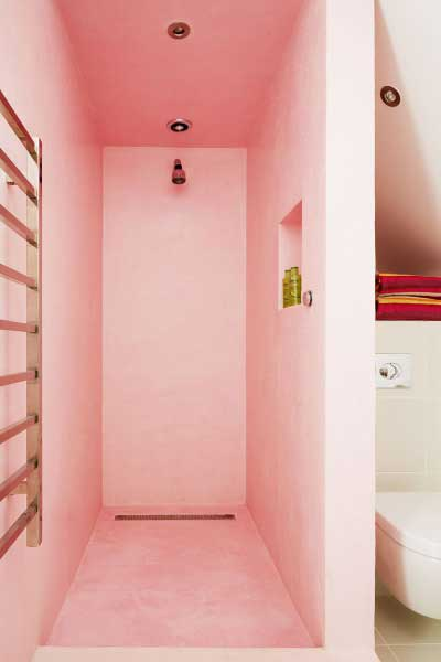Waterproof Moroccan tadelakt plaster has been used in all of the open showers